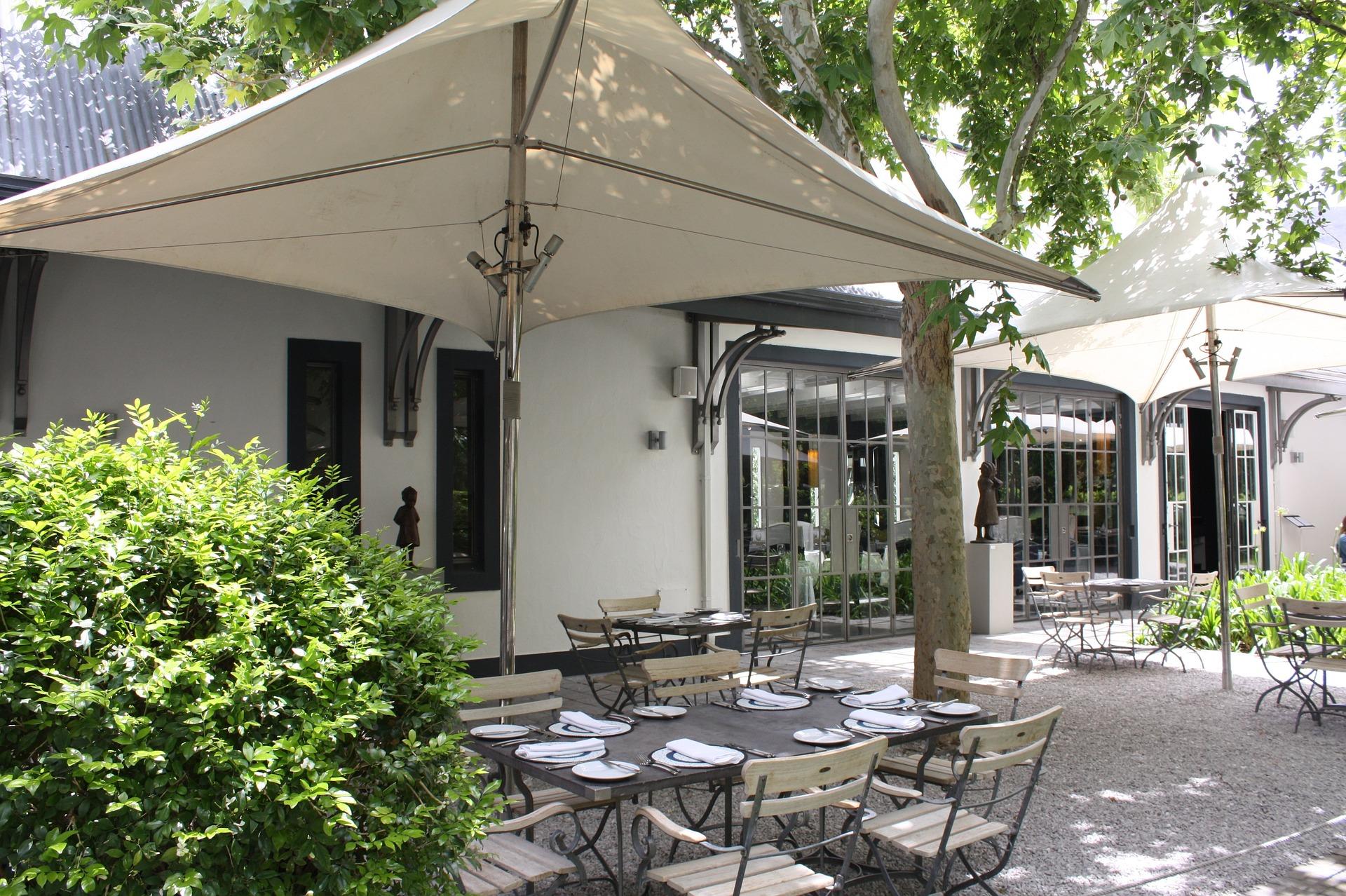 Discover africa group make africa happen for Piani di casa cottage con veranda protetta